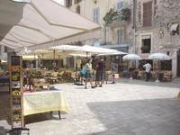06. La Place du Peyra