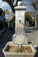 Fontaine_angle_Giraud_1.jpg