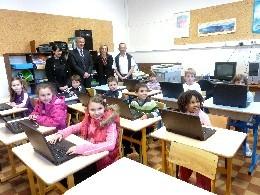 Classes informatiques mobiles dans les écoles St Michel et Toreille