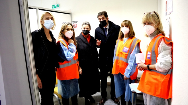 Le Président du Département visite le centre de vaccination Vençois